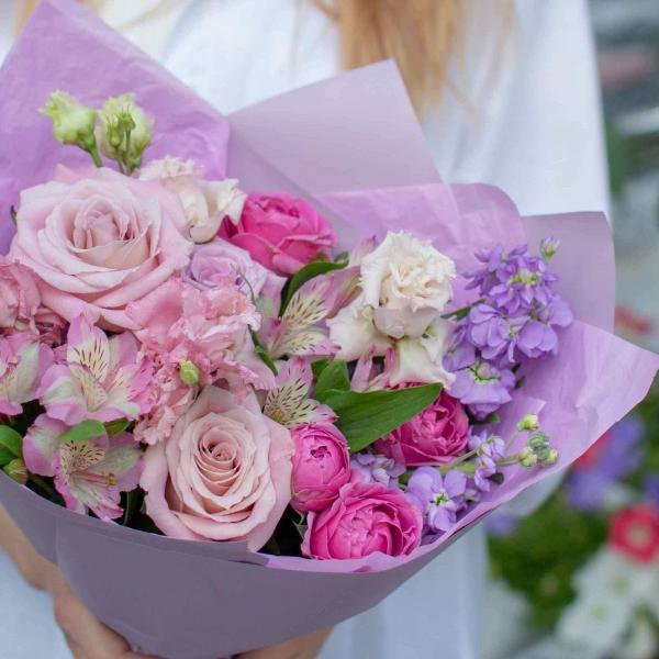 Букет Нелли с розами
