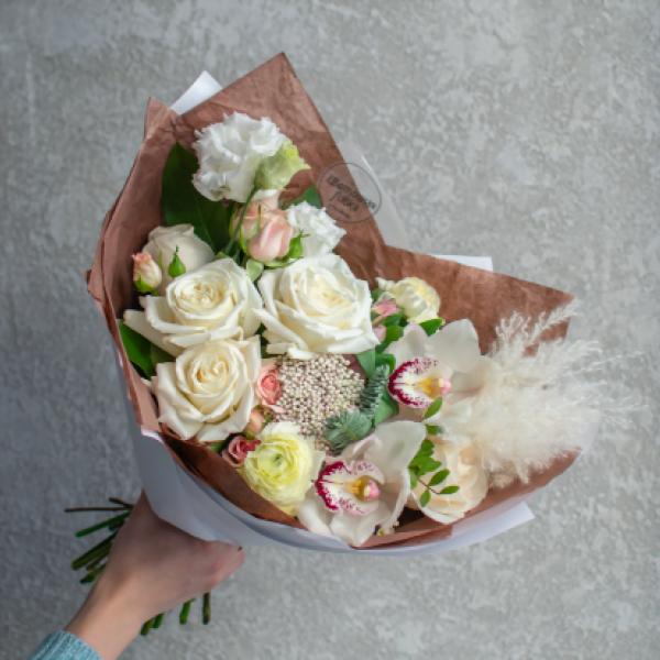 Букет Джиджи с розами и орхидеями
