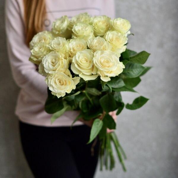 Букет 15 белых роз Мондиаль 60 см