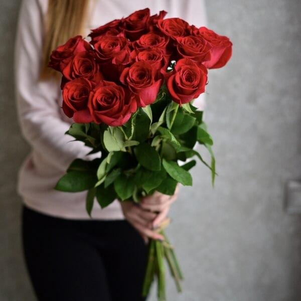 Букет 15 красных роз Фридом 60 см